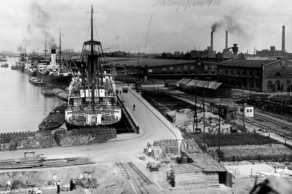 Überseehafen, Hafen II, Schuppen 12 und Maschinenhaus © Staatsarchiv Bremen