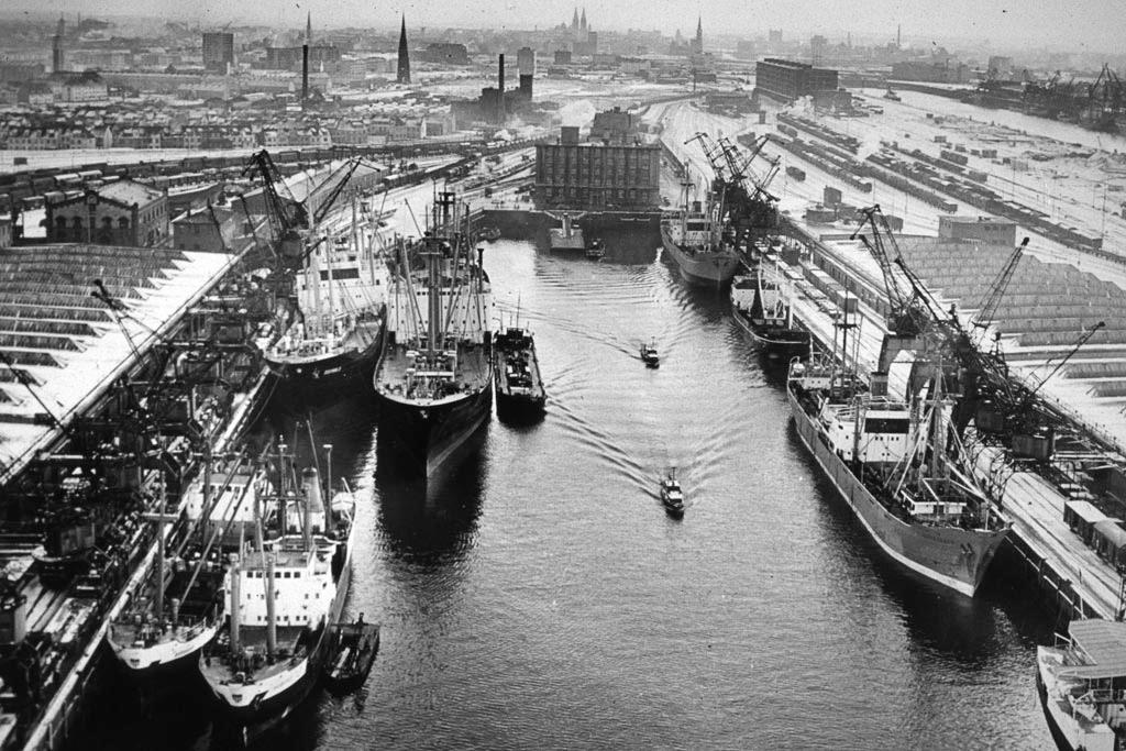 Bremer Überseehafen Hafenkopf (oben links Machinenhaus, heute Energieleitzentrale)