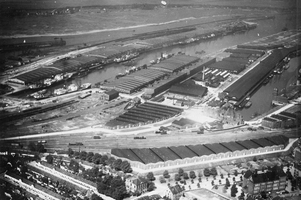 Bremer Überseehafen (In der Mitte links das Maschinehaus, heute die Energieleitzentrale)